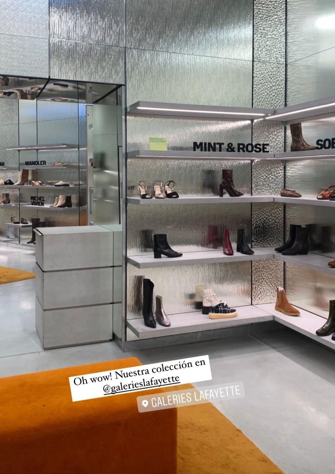 Esta imagen, traída de los Stories de mint &rose nos muestra el corner donde ya lucen los zapatos de la marca española en Galerie Lafayette.@
