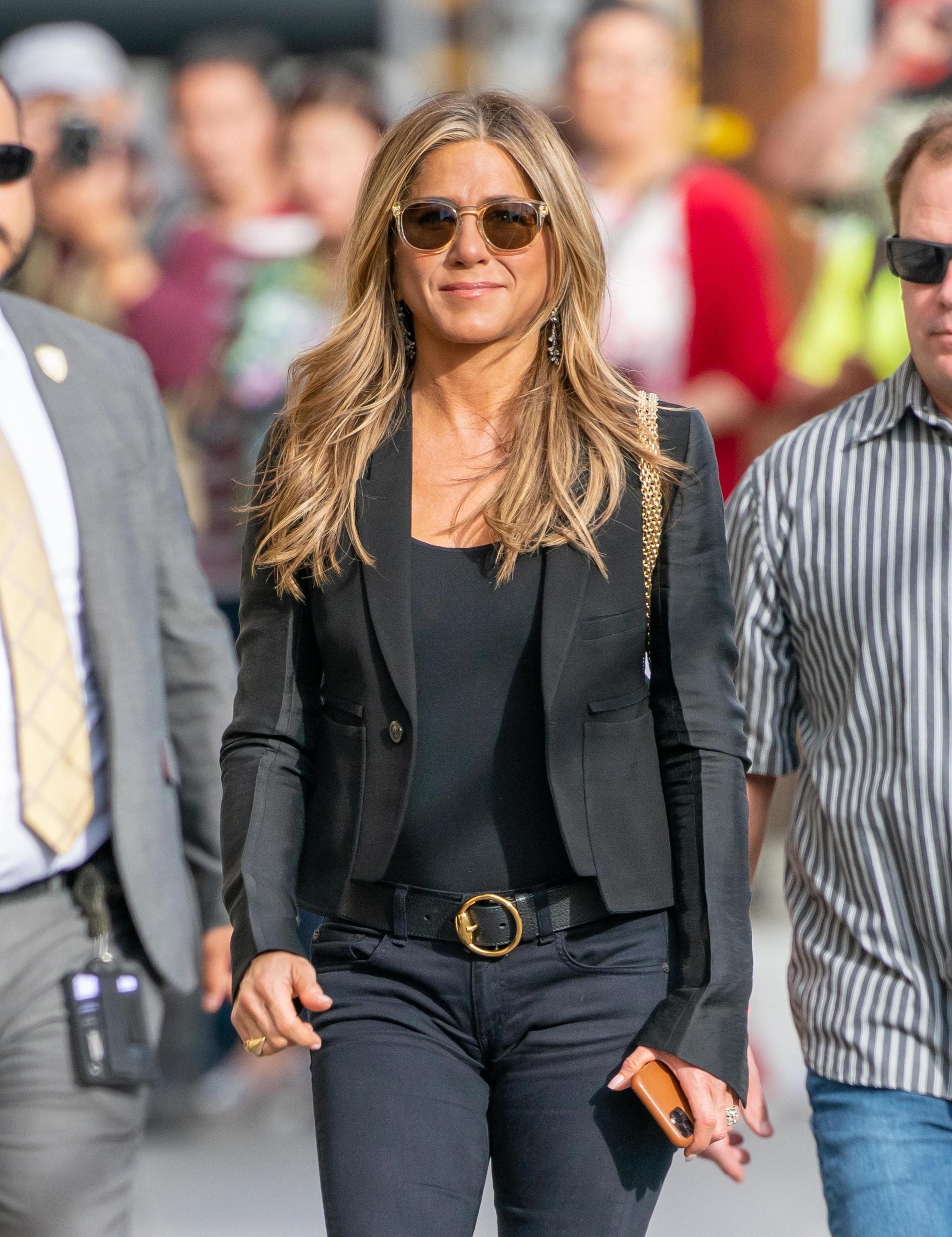 Jennifer Aniston con una melena a la altura del pecho.
