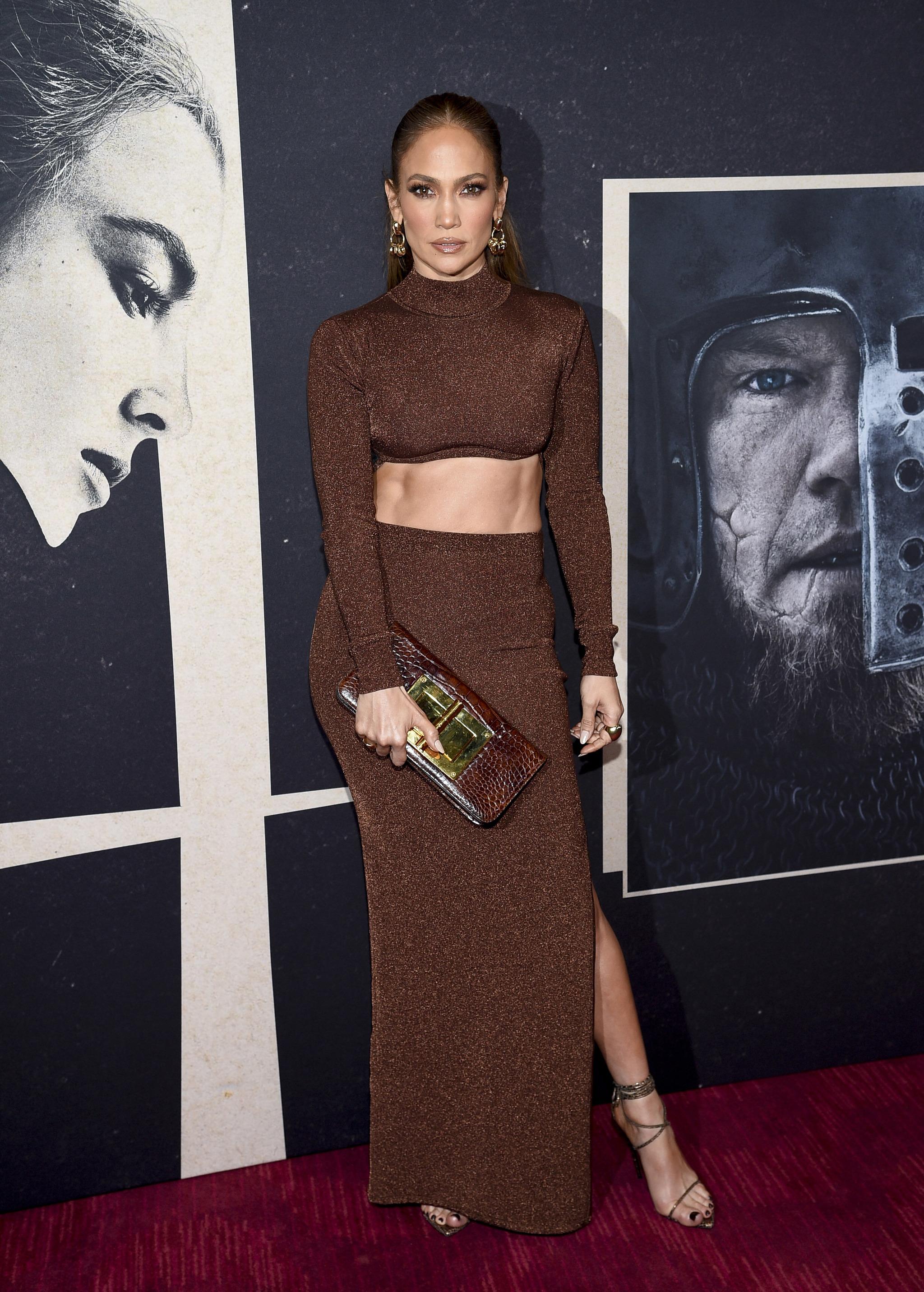 Jennifer Lopez presumió de vientre plano en el estreno de la última película de Ben Affleck.