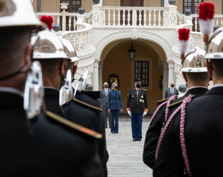 La ceremonia finalizó con un cóctel en los Jardines del Palacio del Príncipe en presencia de SS el Príncipe, SAR la Princesa de Hannover y algunos invitados.