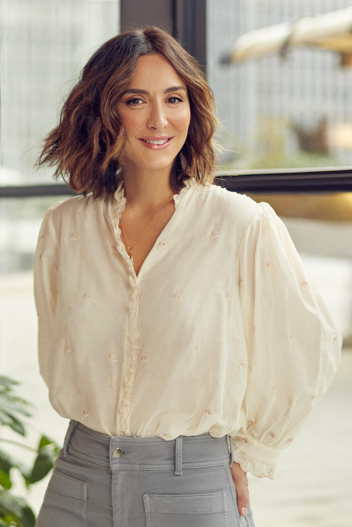 Tamara Falcó, con camisa y pantalón de Masscob.