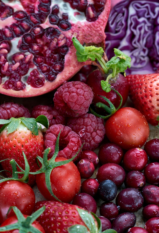 Con alto contenido en vitamina C: fresas, grosellas, granadas, tomates...