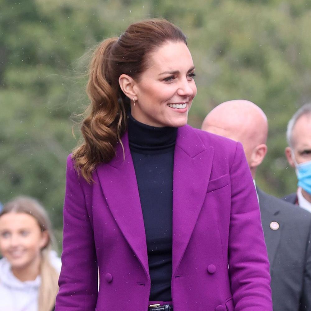 Kate Middleton con una coleta alta con ondas XXL hace apenas unas semanas.