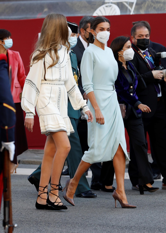 La Reina y la infanta Sofía el día de la Hispanidad.