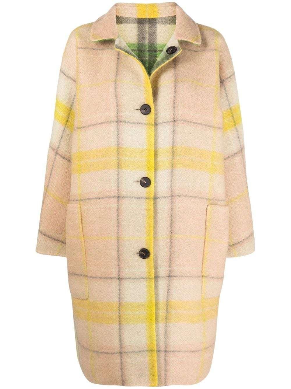 Uno más caro: abrigo oversize de lana a cuadros con cuello clásico, cierre con botones en la parte delantera, dos bolsillos laterales, abertura central en la parte posterior, manga larga y reversible. Sofie D'hoore (1.544 euros).