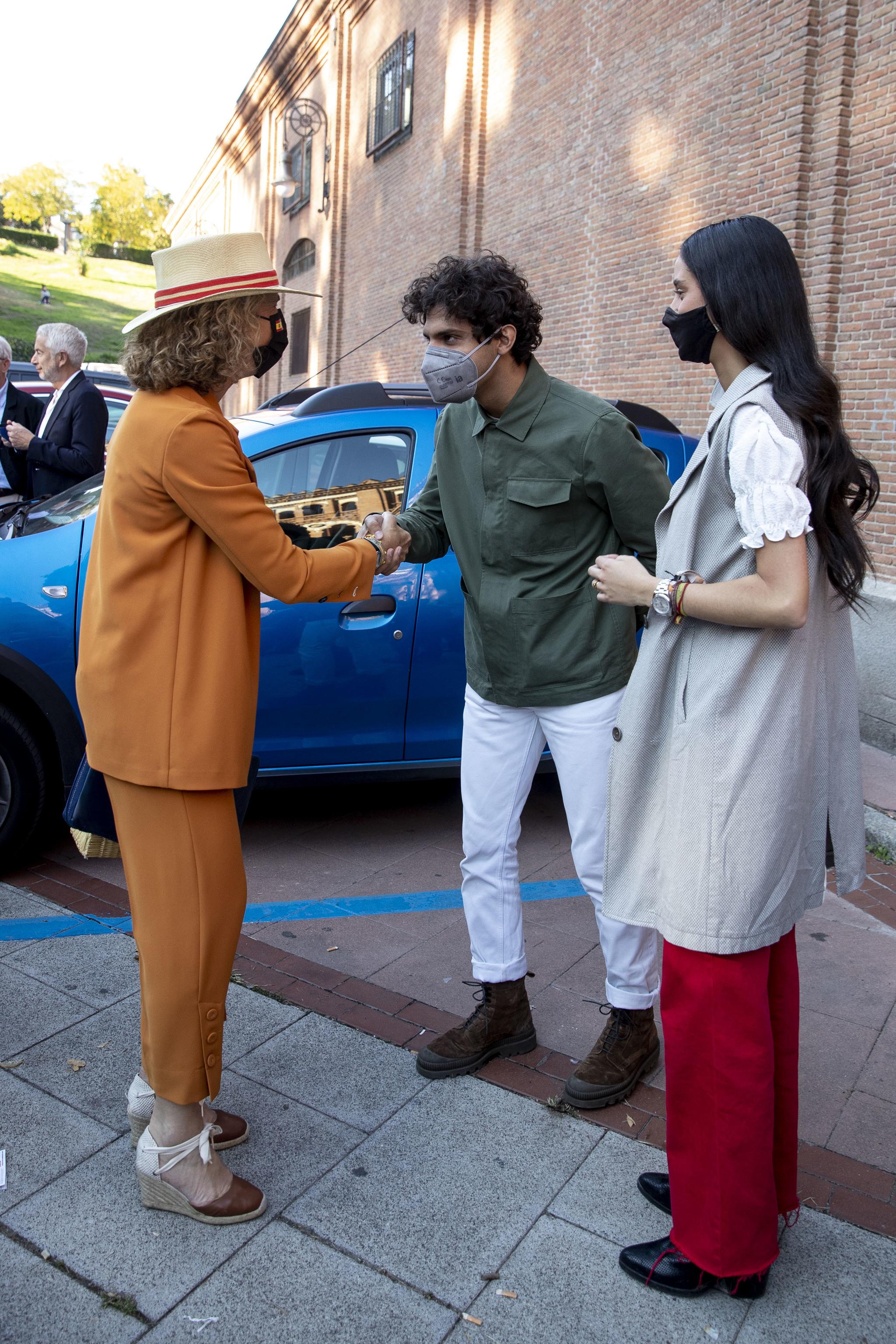 Tomás Páramo saludo a la infanta Elena de Borbón, frente a Victoria Federica.