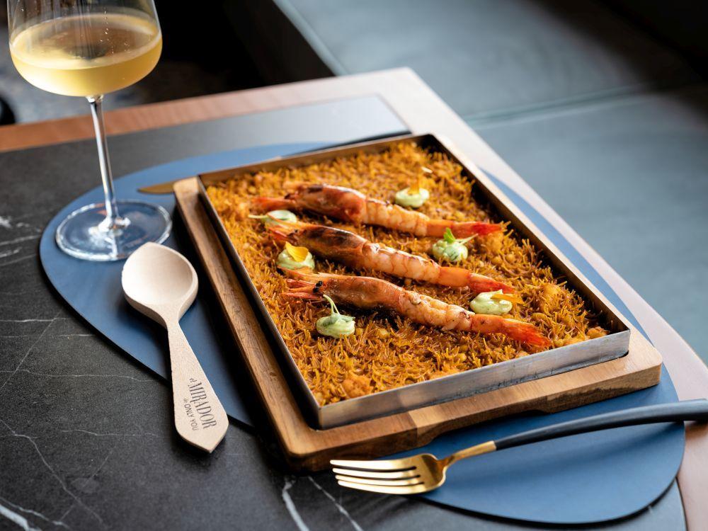 En la novena planta del Only You Hotel Valencia se encuentra el restaurante El Mirador, especializado en arroces.