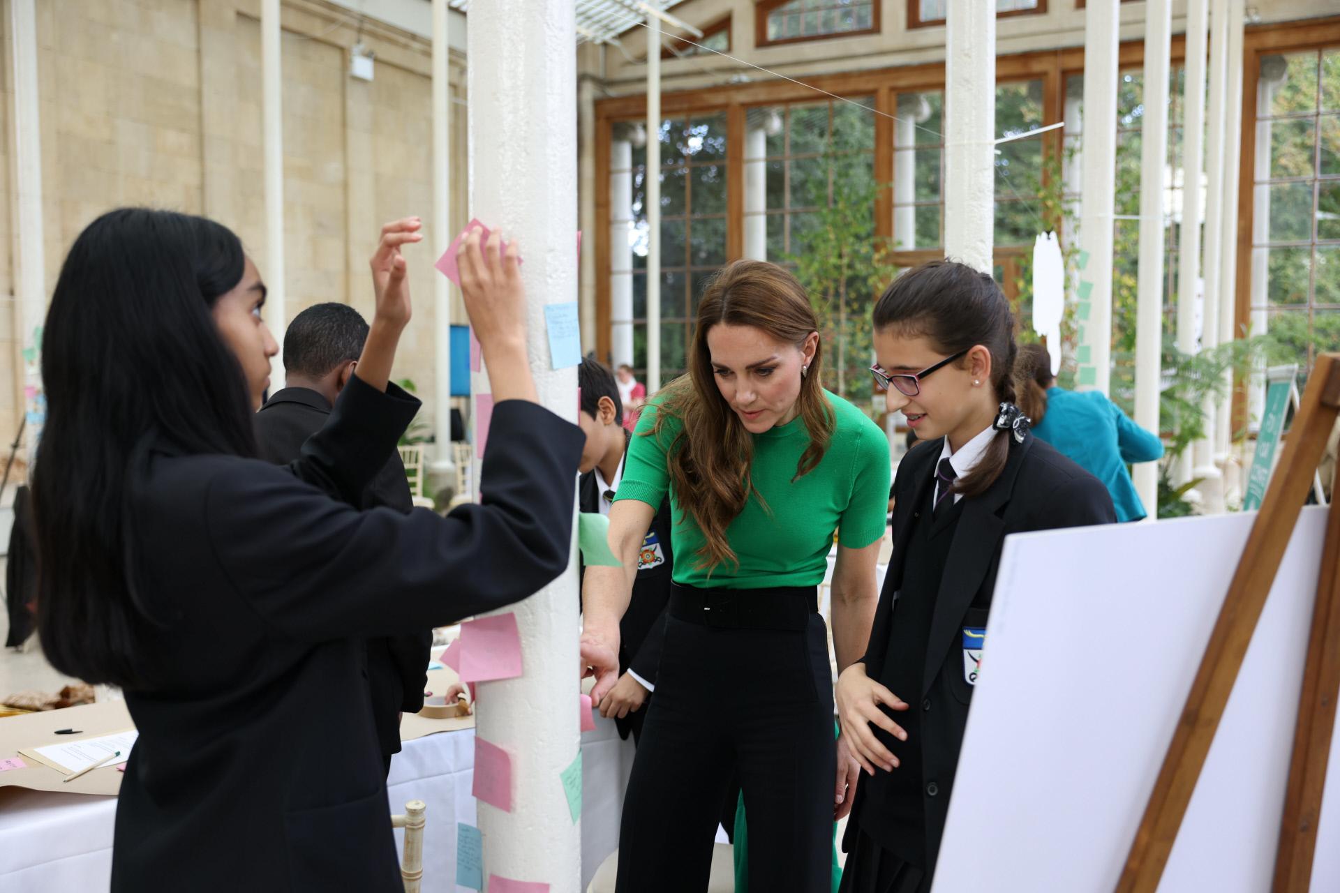 El duque y la duquesa invitaron a los maestros de todo el mundo a involucrar a sus aulas en los esfuerzos para reparar el planeta mediante el uso de un kit de herramientas gratuito para maestros de Generation Earthshot y compartiendo las mejores ideas ambientales de los estudiantes.