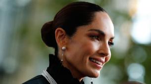 Eugenia Silva lleva el recogido que más estiliza los rasgos, un moño...