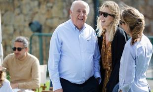 Amancio Ortega junto a Marta Ortega en A Coruña.