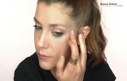 Maquillaje de festival con glitter