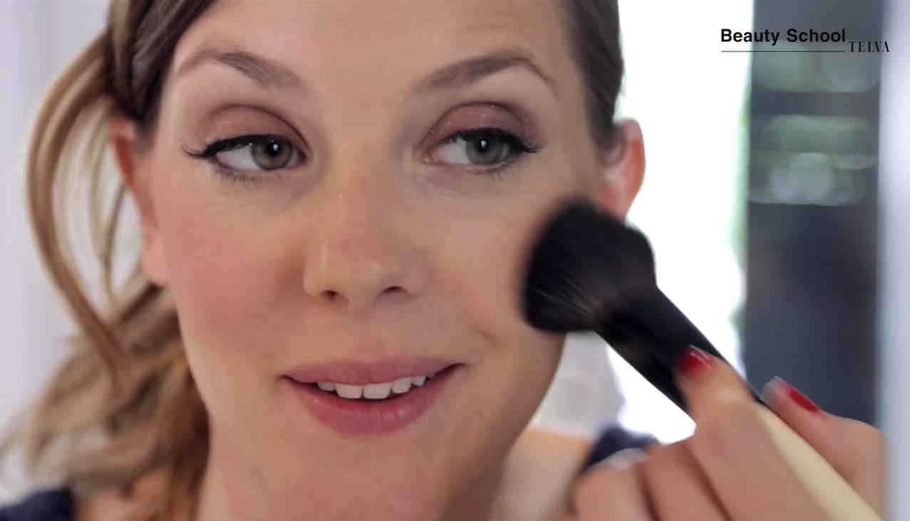 Maquillaje para potenciar el bronceado | Tutorial en Beauty School