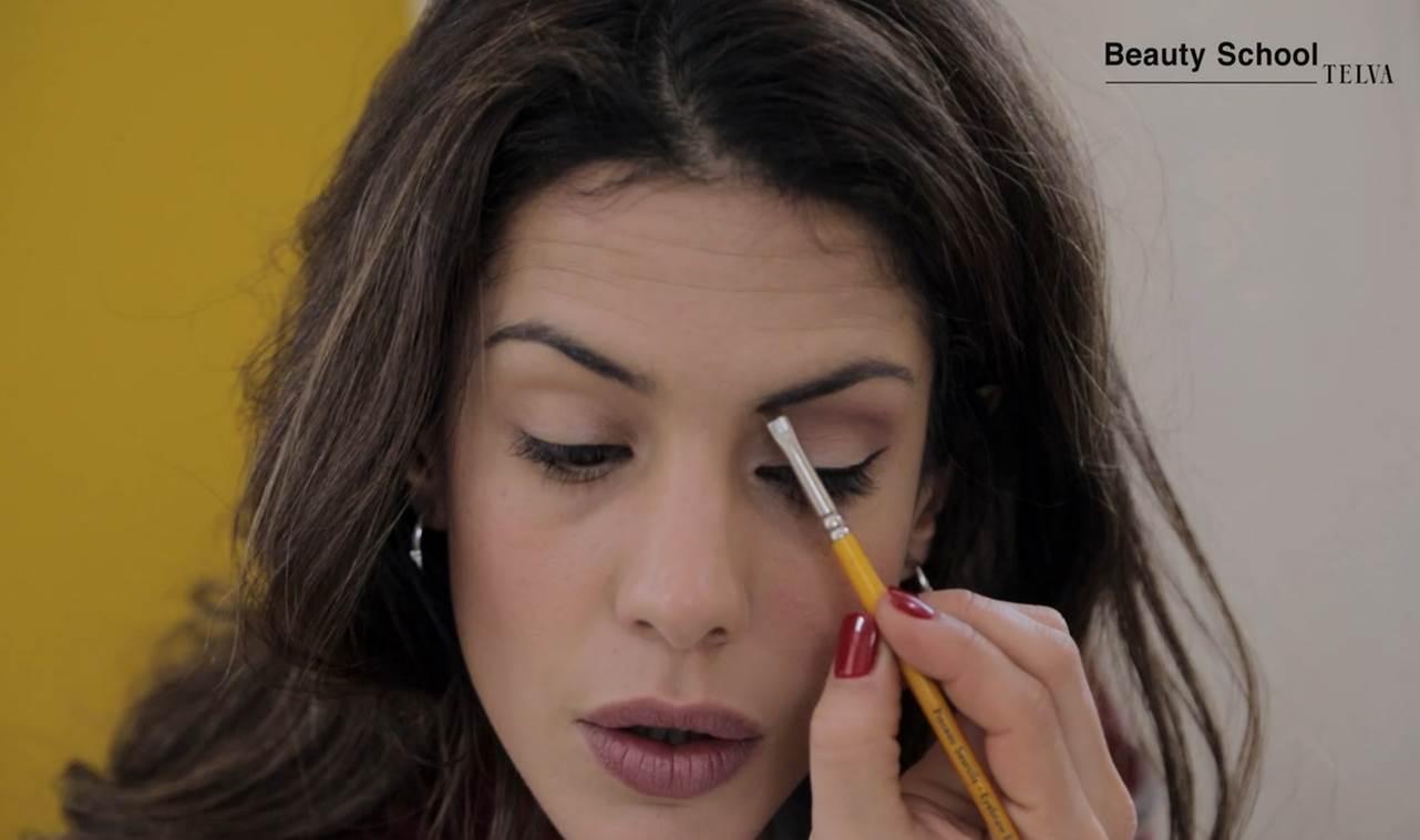 ¿Cómo maquillarte si llevas gafas? | Tutorial en Beauty School