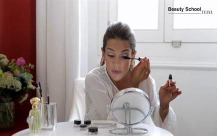 ¿Cómo se hace un eyeliner?