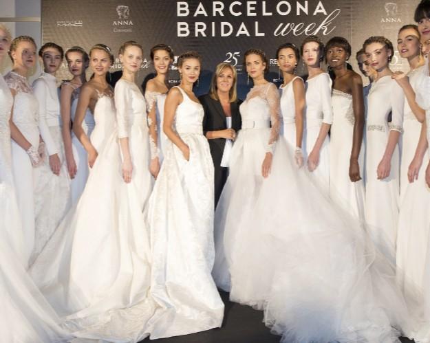 3618a1ab La novia Rosa Clará en el 2016 se podrá equiparar a las divas de los años  30 y 40, sensual y femenina. Telas y bordados de lujo que cubren espaldas,  ...