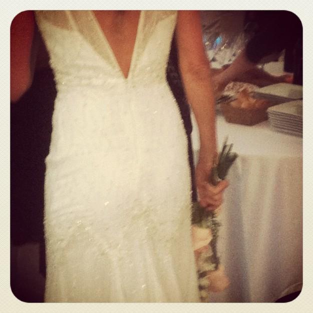 Detalle del vestido de la novia, de Pronovias.