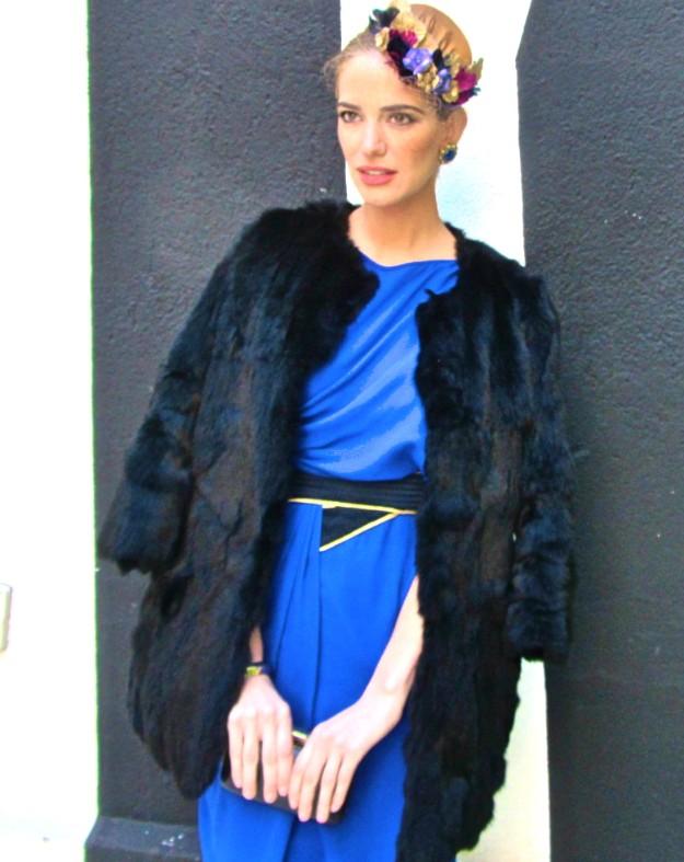 Vestido azul y tocado