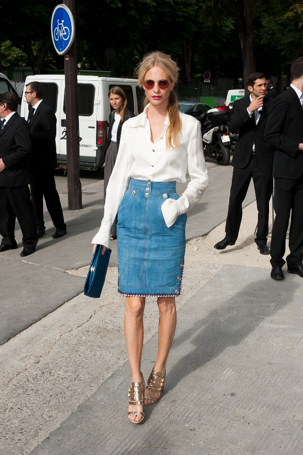 Poppy Delevingne con un look casual-chic perfecto para el front-row de CHANEL