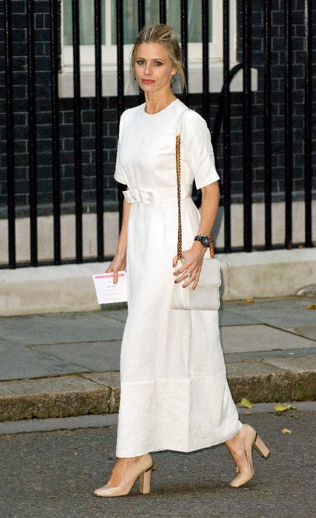 Laura Bailey con un outfit de inspiración vintage