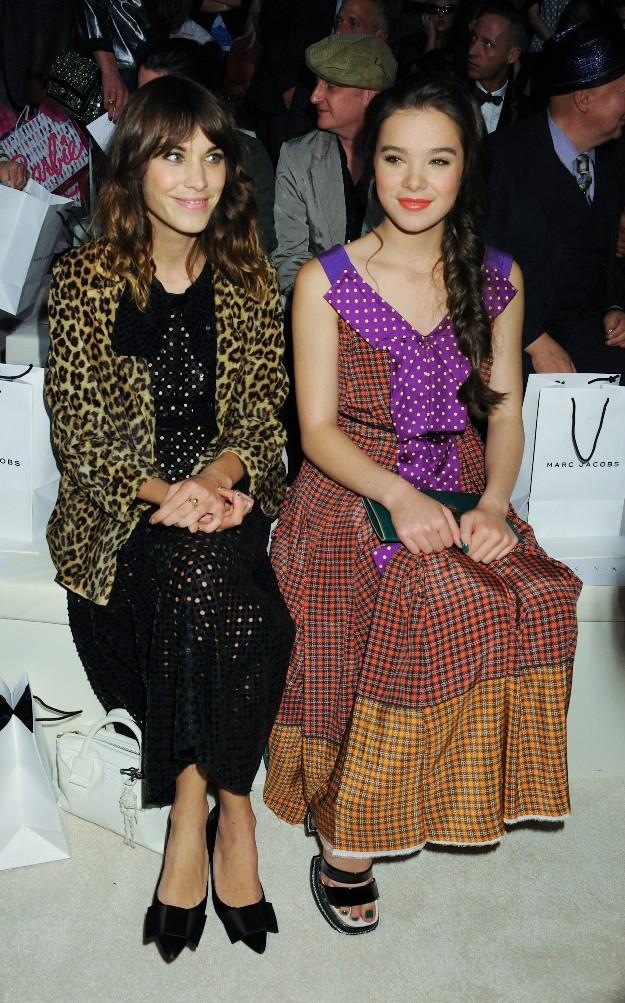 Alexa Chung y Hailee Steinfeld - Marc Jacobs Front Row