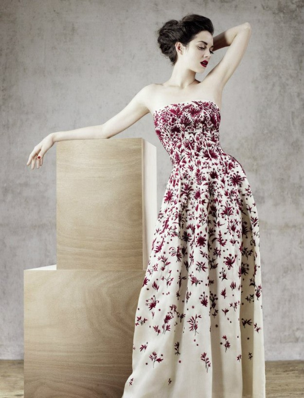 Portugal evening gown in white organdie with cerise embroidery Haute Couture Spring-Summer 1957