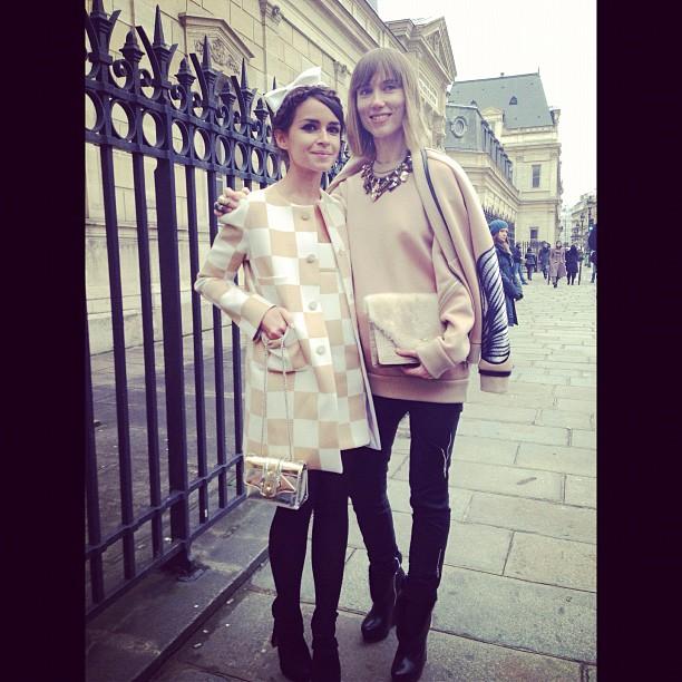 Miroslava Duma de Louis Vuitton junto a Anya Ziourova
