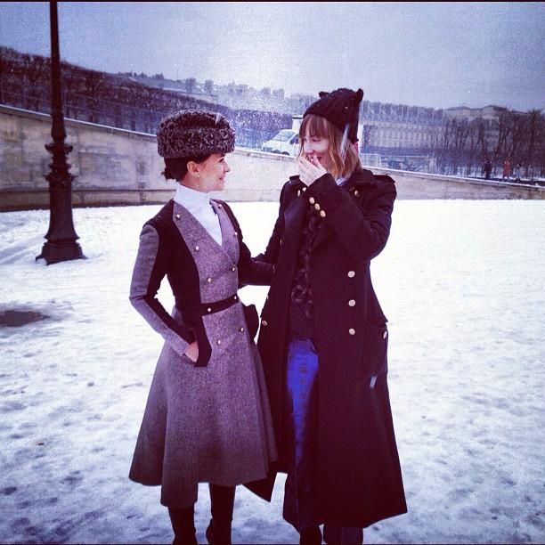 Miroslava Duma junto a Anya Ziourova