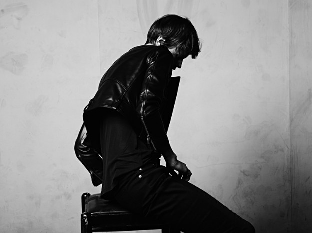 Saskia de Brauw con Saint Laurent Menswear SS 2013