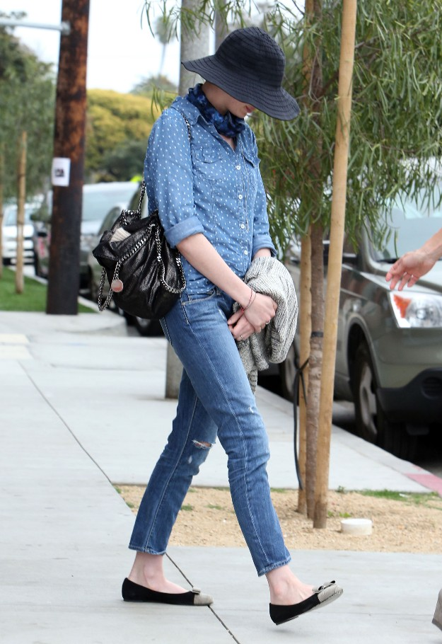 Anne Hathaway - Denim Outfit