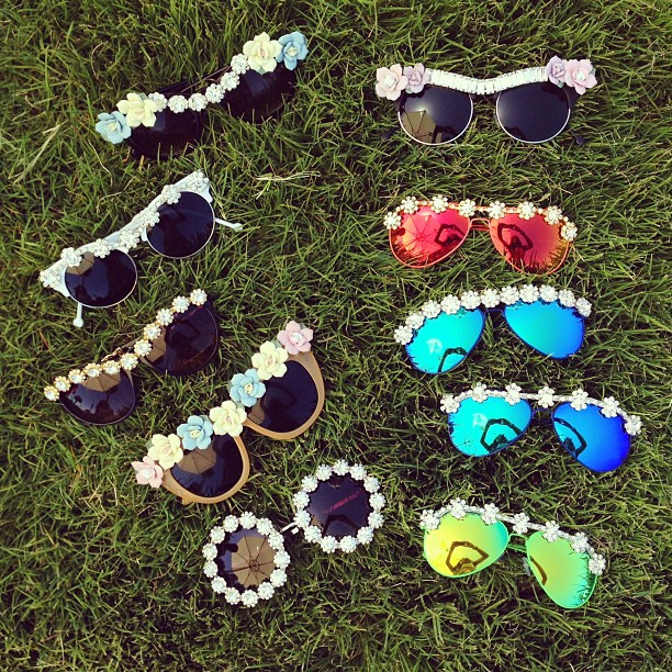 Flower sunglasses @SONGOFSTYLE - Instagram