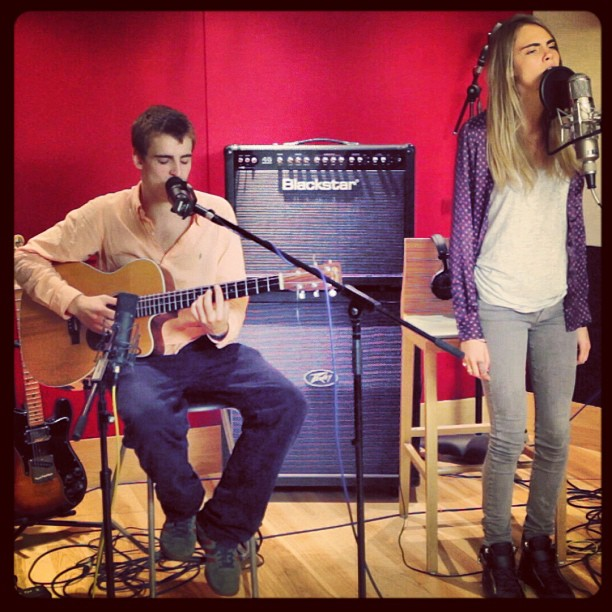 Cara Delevingne & Will Heard - Sun don't shine (acoustic)