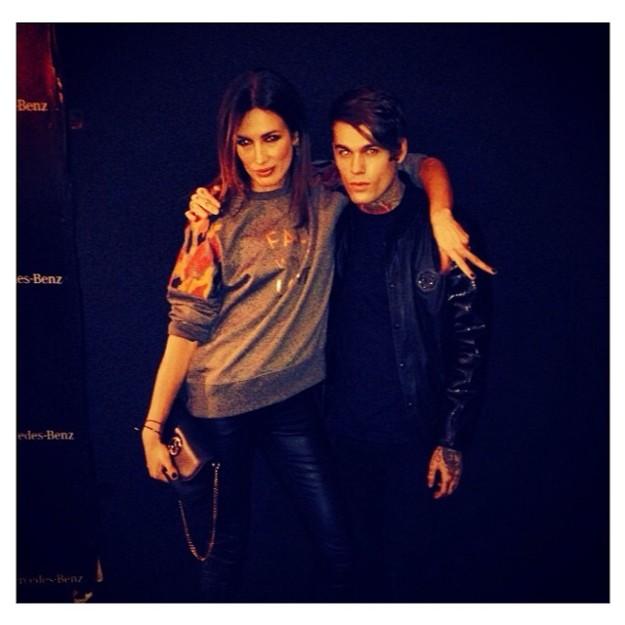 Stephen James junto a la modelo Nieves Álvarez en MBFWM 2014