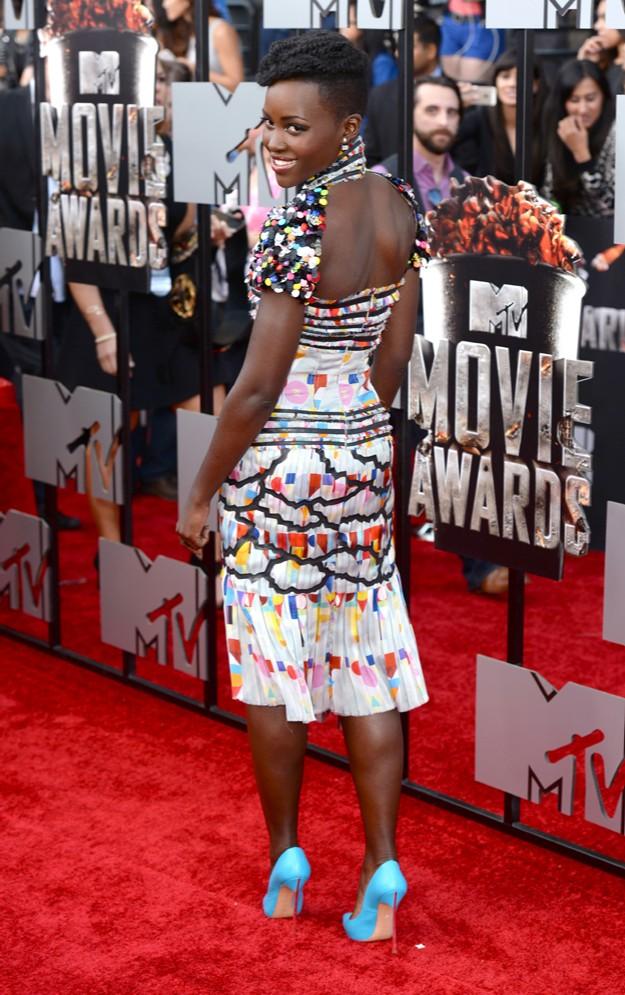 Lupita Nyong'o con un look de chanel en los MTV Movie Awards
