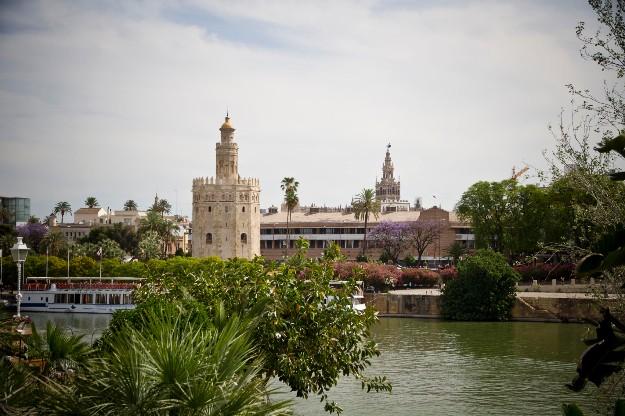 Vistas de Sevilla a orillas del Guadalquivir (Vía  Pepe Márquez)
