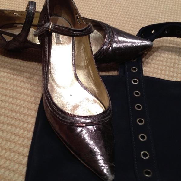 Zapatos planos de Miu Miu en oro y plata mate