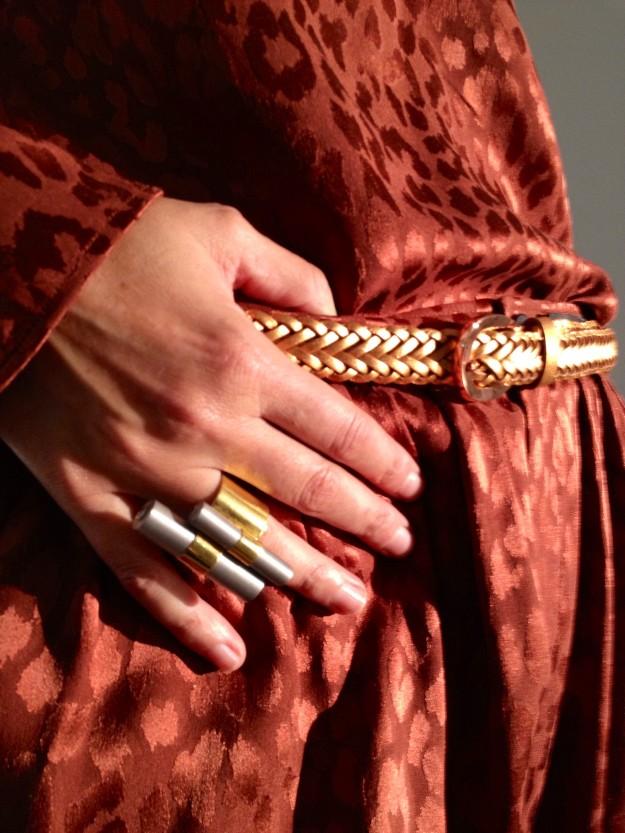 Anillo de Laura Ponte y cinturón vintage de piel trenzado