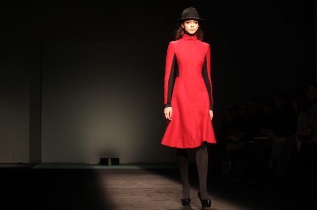 Abrigo rojo Javier Simorra