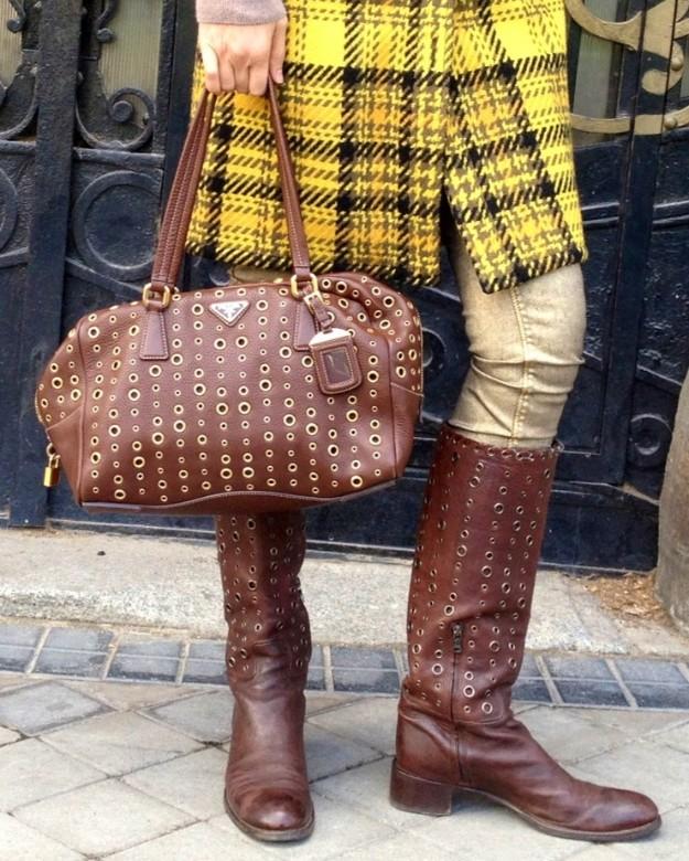 Bolso y botas Prada