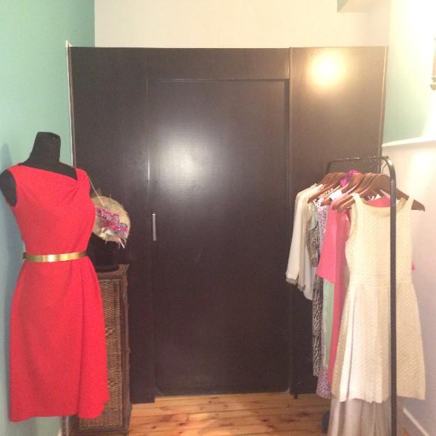 Vestidos de invitada y cinturón de Carmen María Mayz