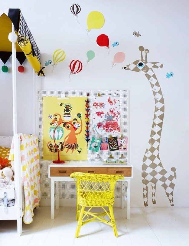 Habitación en amarillo flúor - via Mommo Design