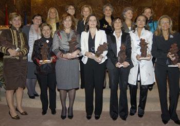 En primera línea y de izquierda a derecha, las premiadas: Nuria Vilanova, Patricia Abril, Laura González-Molero, Cristina Mendía, Charo Izquierdo y Carmen Martínez.
