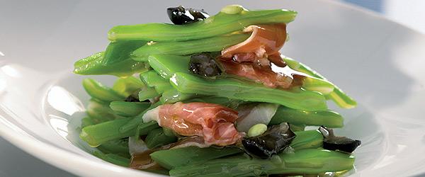Judías verdes con jamón y aceitunas