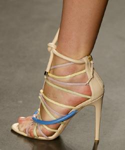 6f135f93d29 La moda obliga a... sandalias de tiras - TELVA.com