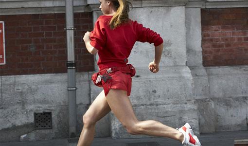 Chica corriendo - TELVA