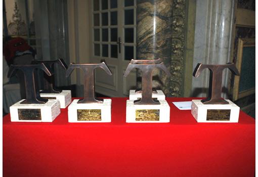 Bases de los XVIII Premios TELVA Solidaridad 2011 - TELVA.com