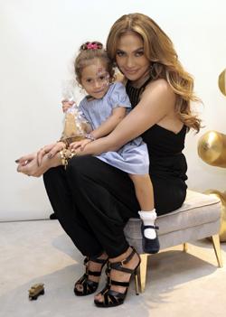 Jennifer López y sus hijos Emme y Max son la imagen de la campaña Gucci para niños -TELVA.com