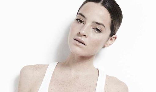 Aida Artiles y sus básicos de moda y de belleza