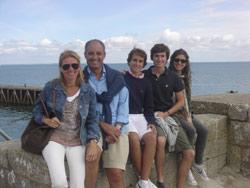 Francisco Camps junto a su familia - TELVA