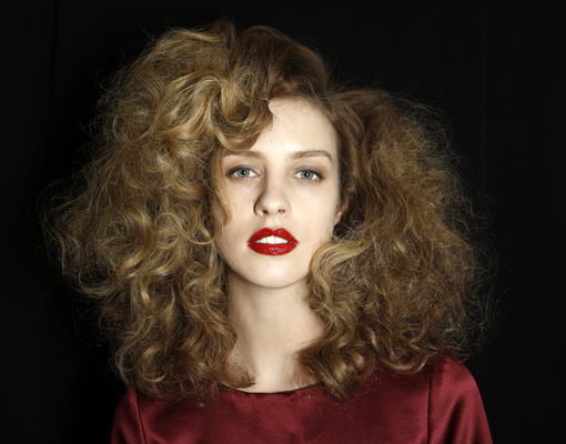 Maquillaje para chicas con pelo rizado - TELVA
