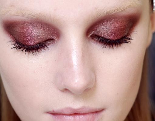 Maquillaje glitter de ojos en la modelo de Gucci